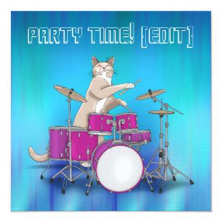 Gato que juega los tambores - invitación azul del