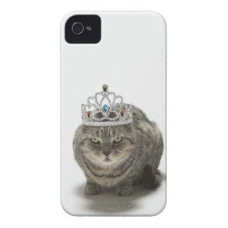 Gato que lleva una tiara iPhone 4 Case-Mate cárcasas