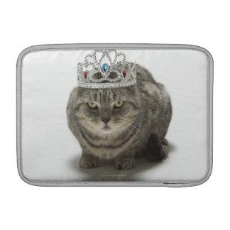 Gato que lleva una tiara fundas macbook air