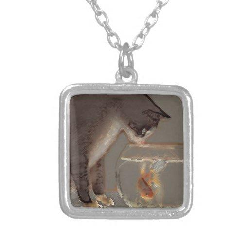 Gato que mira el cuenco del Goldfish Joyerias Personalizadas
