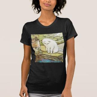 Gato que mira en piscina t shirt