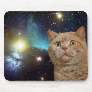 Gato que mira fijamente el universo mouse pads