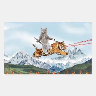 Gato que monta un tigre pegatina rectangular