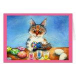 Gato que pinta los huevos de Pascua con la cola Tarjetón