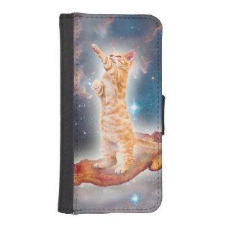 Gato que practica surf del tocino en el universo billeteras para teléfono