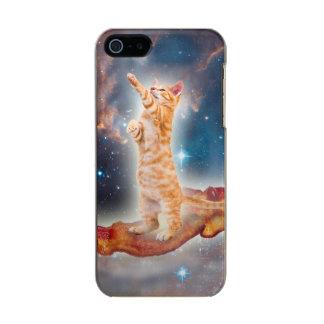 Gato que practica surf del tocino en el universo carcasa de iphone 5 incipio feather shine