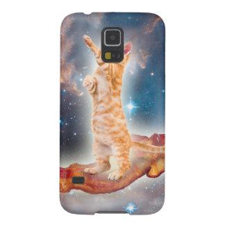 Gato que practica surf del tocino en el universo carcasas de galaxy s5