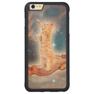 Gato que practica surf del tocino en el universo funda de arce bumper carved® para iPhone 6 plus