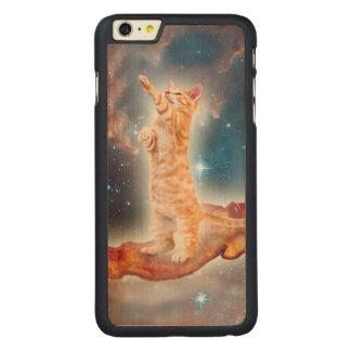 Gato que practica surf del tocino en el universo funda de arce carved® para iPhone 6 plus