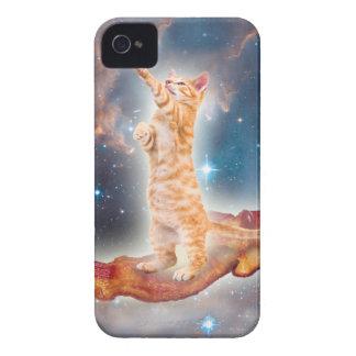 Gato que practica surf del tocino en el universo iPhone 4 Case-Mate cárcasas