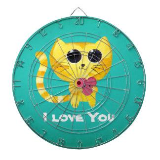 Gato romántico lindo con el corazón tabla dardos