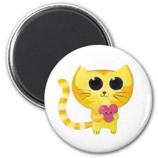 Gato romántico lindo con el corazón sonriente imán redondo 5 cm