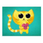 Gato romántico lindo con el corazón sonriente postal