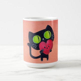 Gato romántico que abraza el corazón lindo rojo tazas