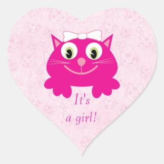 Gato rosado lindo del dibujo animado su un nuevo pegatinas de corazon