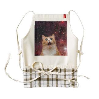 gato scaredy en espacio delantal zazzle HEART