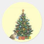 Gato siamés con el árbol de navidad pegatina