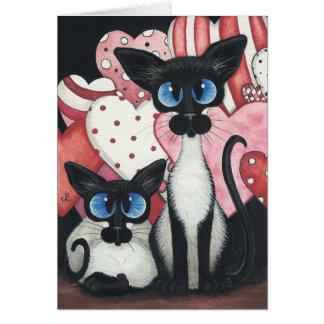 Gato siamés de la tarjeta del día de San Valentín