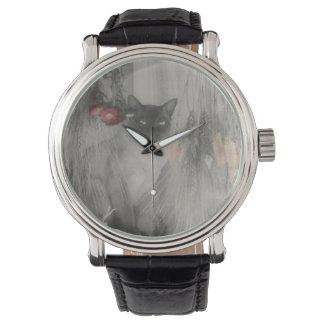 Gato siamés que presenta en blanco y negro relojes de mano