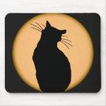 Gato silueteado contra la luna Mousepad Tapetes De Ratón