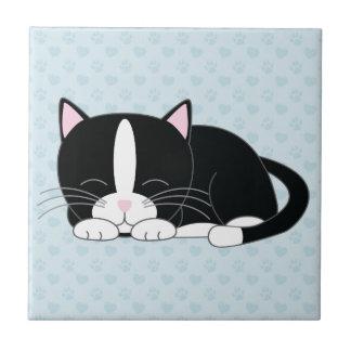 Gato soñoliento del smoking azulejo cuadrado pequeño