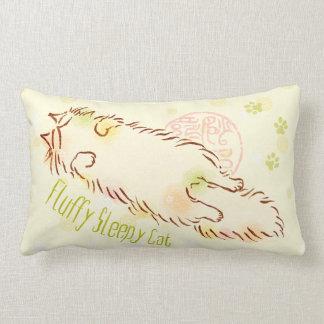 Gato soñoliento mullido cojin