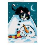 Gato travieso del smoking y muñeco de nieve sin tarjeton