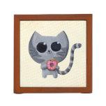 Gato y buñuelo grises lindos