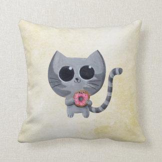 Gato y buñuelo grises lindos cojin