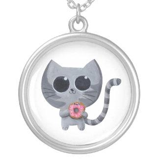 Gato y buñuelo grises lindos collar