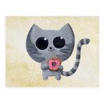 Gato y buñuelo grises lindos tarjeta postal