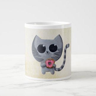 Gato y buñuelo grises lindos taza grande
