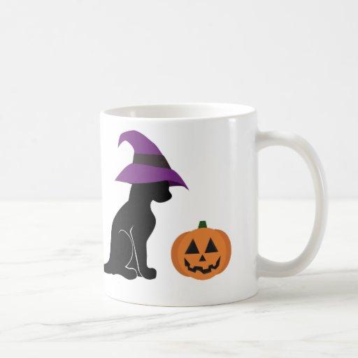 Gato y calabaza de la bruja de Halloween Tazas