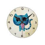 Gato y cerdo lindos del gatito reloj redondo mediano