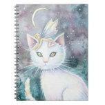 Gato y cuaderno de la hada