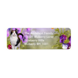 Gato y flores del remite de la etiqueta etiquetas de remite