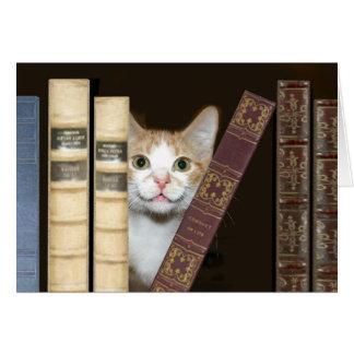 Gato y libros tarjeta de felicitación