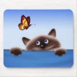 Gato y mariposa alfombrillas de ratón