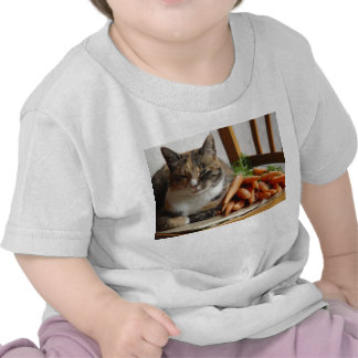 Gato y zanahorias camiseta