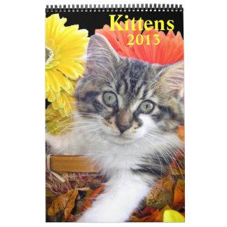 Gatos adorables en paisaje estacional, gatitos calendario