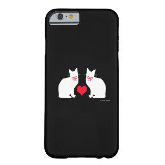 """""""Gatos blancos en"""" la caja negra del iPhone 6 Funda De iPhone 6 Barely There"""