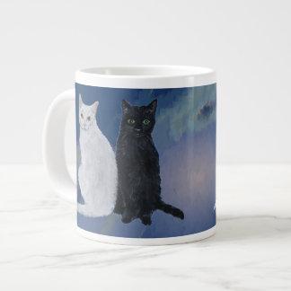 Gatos blancos y negros taza grande
