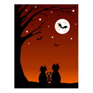 Gatos de Halloween que miran la luna Postal