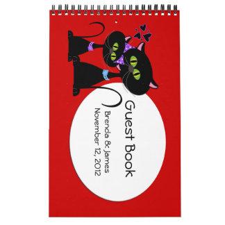 Gatos del dibujo animado que casan el libro de vis calendario