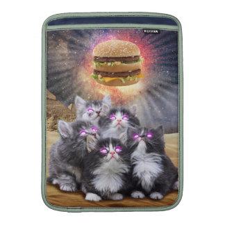 gatos del espacio que buscan la hamburguesa fundas para macbook air
