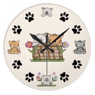 Gatos del gatito e impresiones lindos de la pata reloj redondo grande