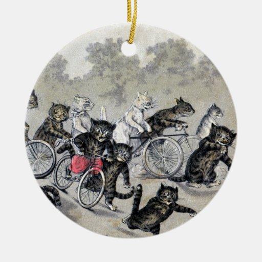 Gatos del montar a caballo de la bicicleta adorno redondo de cerámica