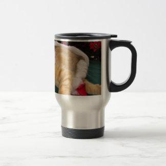 Gatos del navidad, gatitos lindos que abrazan, son taza de café
