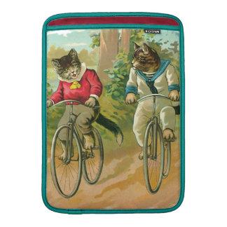 Gatos del vintage en la bicicleta funda  MacBook