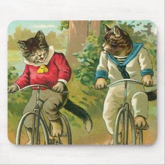 Gatos del vintage en la bicicleta mousepads